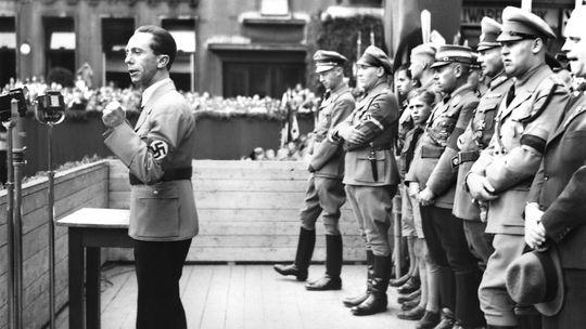 Auktion: Goebbels' Liebesbriefe empören Holocaust-Überlebende ...