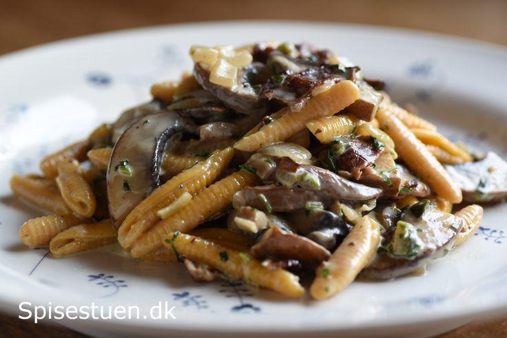 pasta-med-svampe-og-bacon-i-floedesovs-20