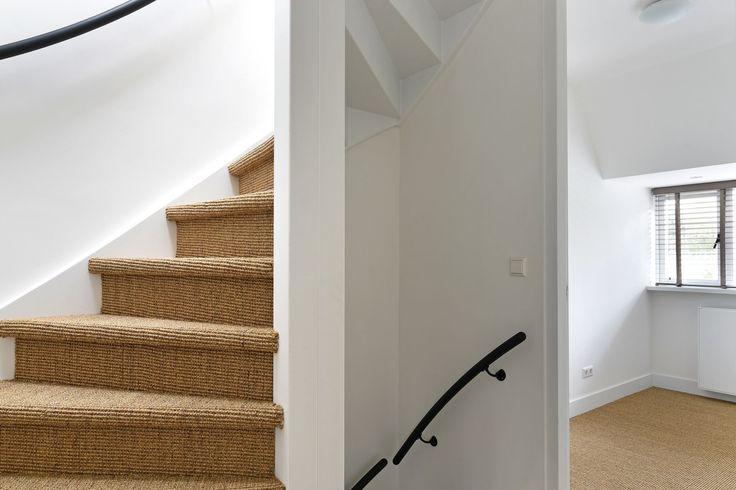 Jaren30woningen.nl | Inspiratie voor de#jaren30 #woning. #Sisal voor op de trap