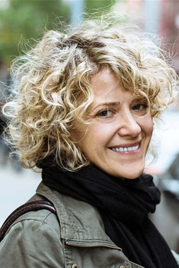 Pin By Simone Fink On Hair Styles In 2020 Curly Hair Styles Curly Hair Styles Naturally Short Curly Hair