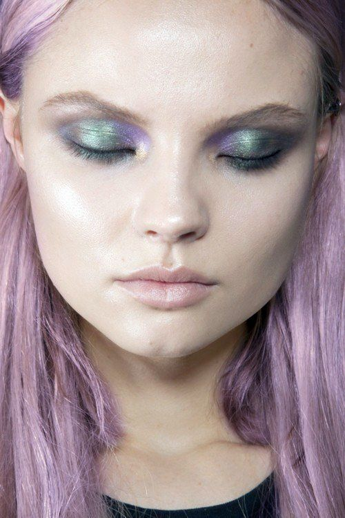 Pastel purple hair. Alien eyes