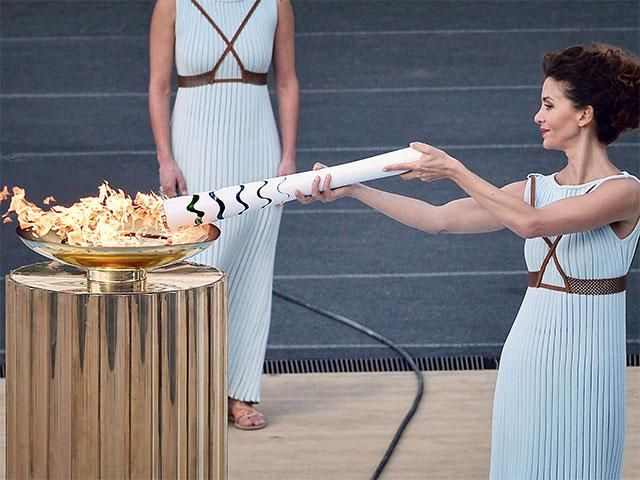 Slideshow : Olympic flame handover ceremony - 100 day countdown to the Rio Olympics around the world - The Economic Times