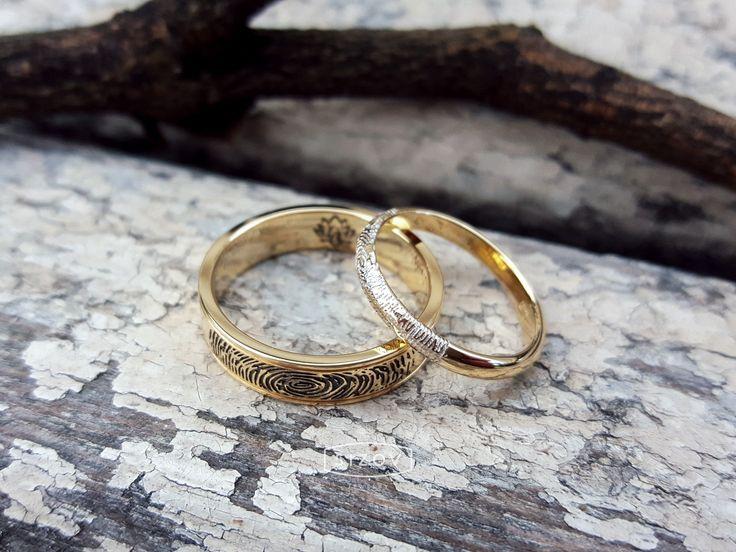 Обручальные кольца с отпечатками пальцев, выполненные на заказ.