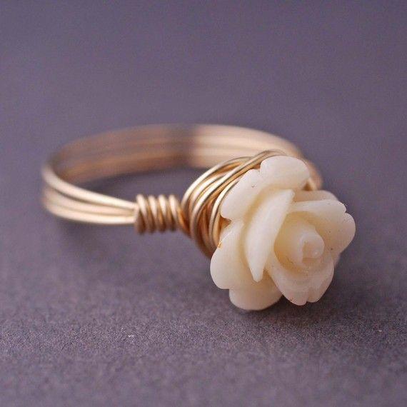 sweet sweet sweet: Wire Jewelry, Sweet Sweet, White Flowers, Wire Rings, White Rose, Pink Rose, Rose Rings, Engagement Rings, Flowers Rings