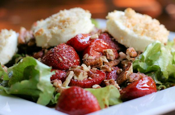 Roasted Strawberry Salad with Baked Goat Cheese ~ so utterly delicious ...