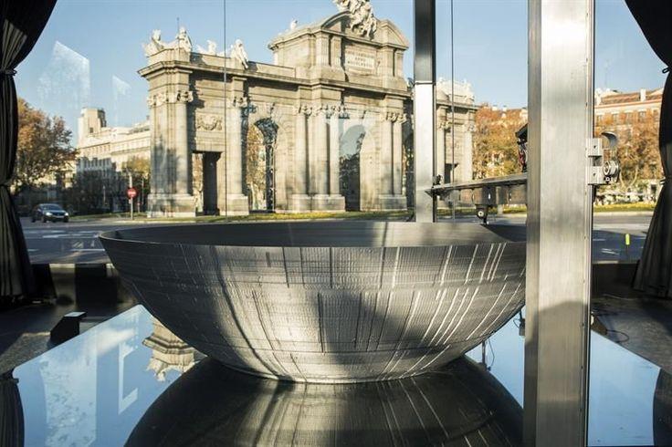 """Madrid, 11 dic (EFE).- La mayor impresora 3D del mundo reproduce desde hoy a pie de calle y en pleno centro de Madrid la Estrella de la Muerte, mítica estación espacial del universo cinematográfico de la saga """"Star Wars"""", ante el estreno mundial la próxima semana de la película """"Rogue"""