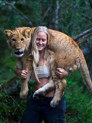 Aussie lion tamer Tamblyn Williams takes pride in her work in South Africa