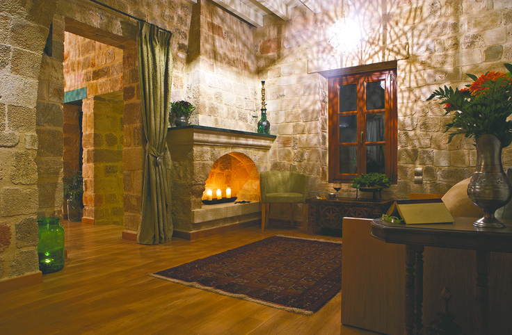 """EXCLUSIVE SUITES BOUTIQUE HOTEL. MEDIEVAL TOWN, RHODES, GREECE. - """"Katina"""" suite. Living room. - kokkiniporta.com"""