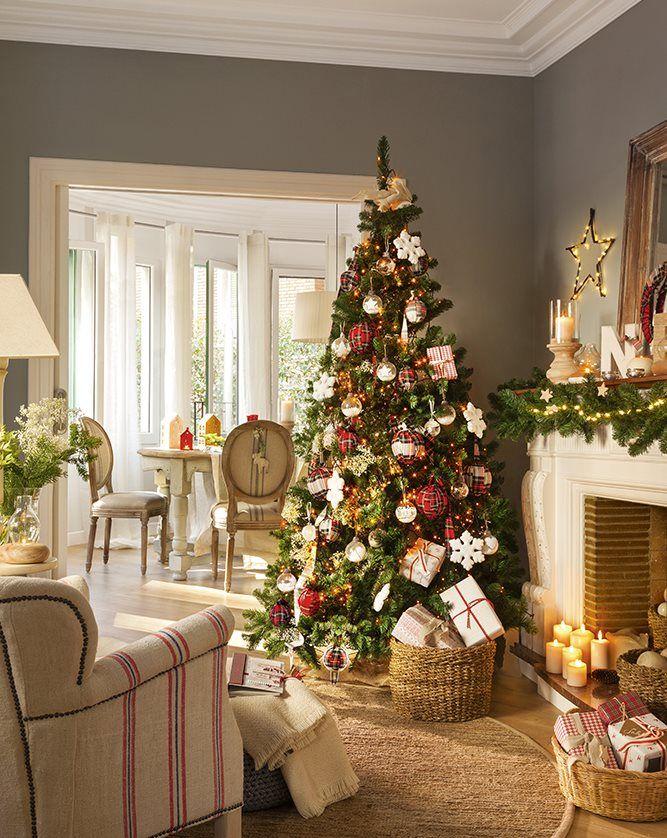 Decora en rojo, cuadros y madera esta Navidad