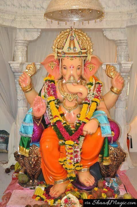 The idol  has been much popular within the recent years that has been visited by some Bollywood stars and celebrities.