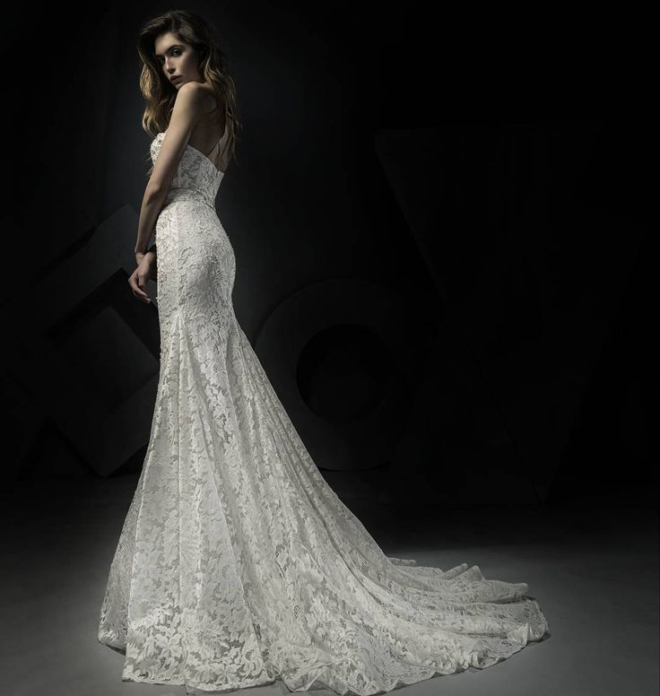 Ersa Atelier 2018 hand embroidered french lace sweetheart corset wedding dress with Swarosvki pearl beading.