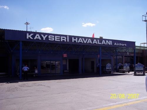 Kayseri Havaalanı Anlık Uçuş Seferlerini sorgulayabilir, ucuz kayseri uçak bileti satın alabilirsiniz.