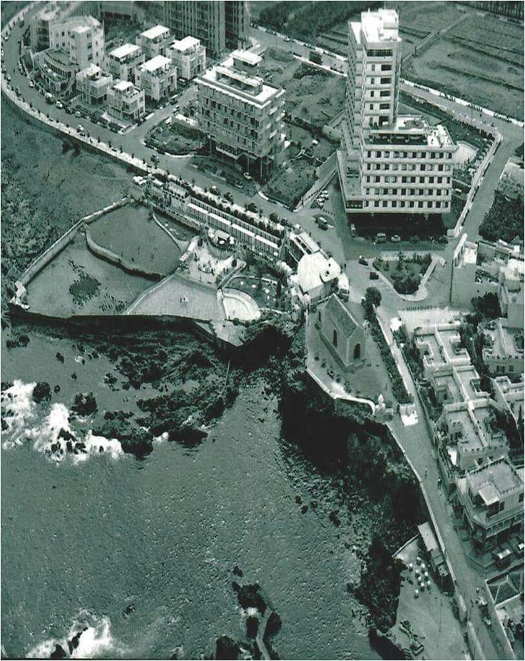 tenerife  Vista aérea de las Piscinas y de la Ermita de San Telmo. Al fondo los Hoteles                Las Vegas y Valle-Mar. Años 60. Foto de autor anónimo.