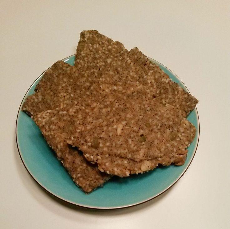 A Swedish crisp-bread recipe!  Jag älskar julen och julsmaker :) Därför nu ett recept på juligt knäckebröd.   Detta recept är fritt från   gluten mejeriprodukter ägg soja jäst socker   Genom att använda det mjölet…