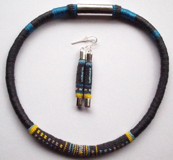 Tubular Necklace and Earring Set/Conjunto de collar y aros tubulares