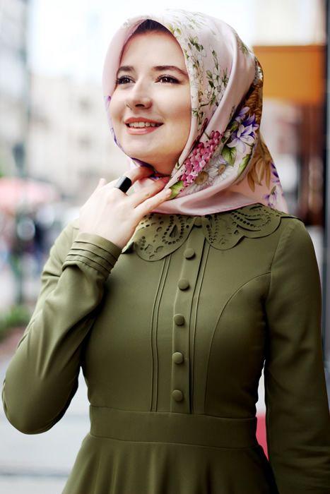 Hilal Baş Haki Yaka Desenli Tesettür Elbise