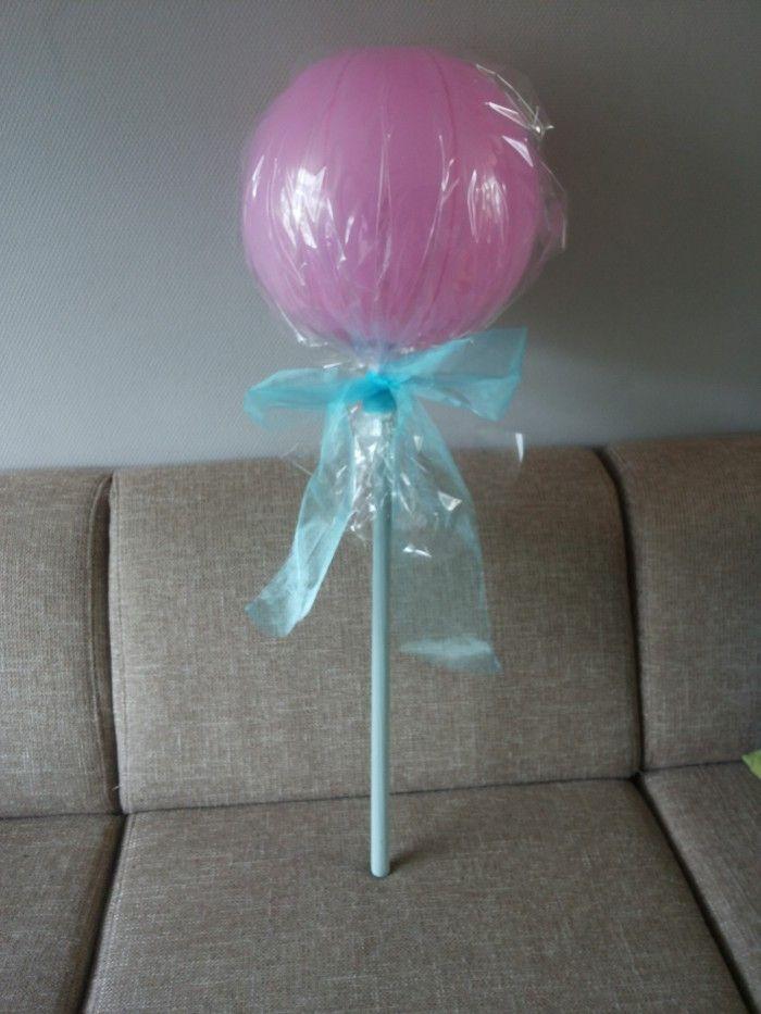 Inpak ideetje voor een verjaardag. Grote ballon met geld erin. Inpakken met sellofaan, mooie strik erom en klaar is je cadeautje!