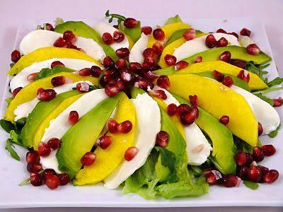 Salatka mango avokado granat mozarella