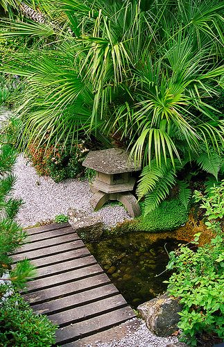 Lamorran House Gardens, Cornwall, UK | A coastal garden with some interesting Japanese garden features (7 of 11)