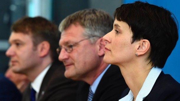 AfD-Chefin Petry mit den Spitzenkandidaten der Landtagswahl bei der Bundespressekonferenz.