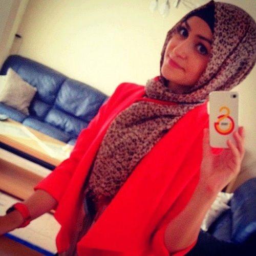 love the red jacket! #hijab #hijabi #style #fashion