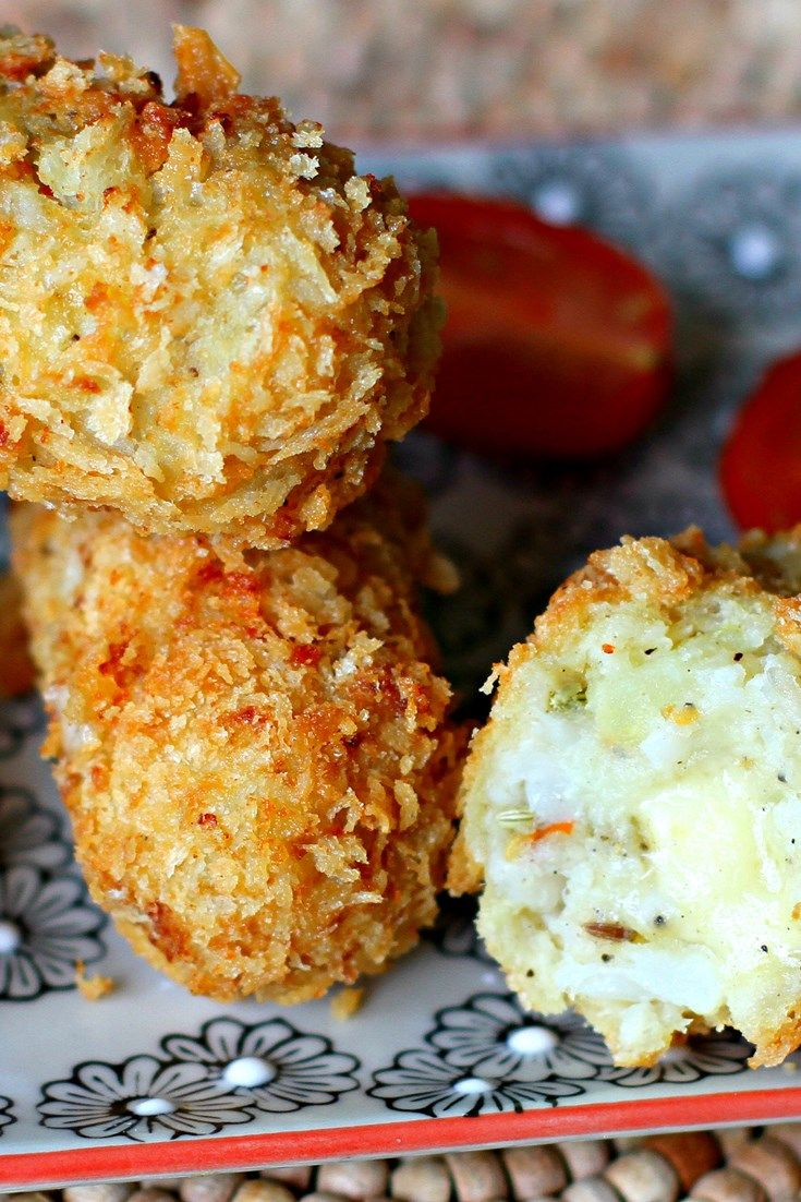 Few will be able to resist these cauliflower cheese croquettes. They are crunchy, pillowy and fantastically cheesy. Try making them for a moreish dinner party starter.