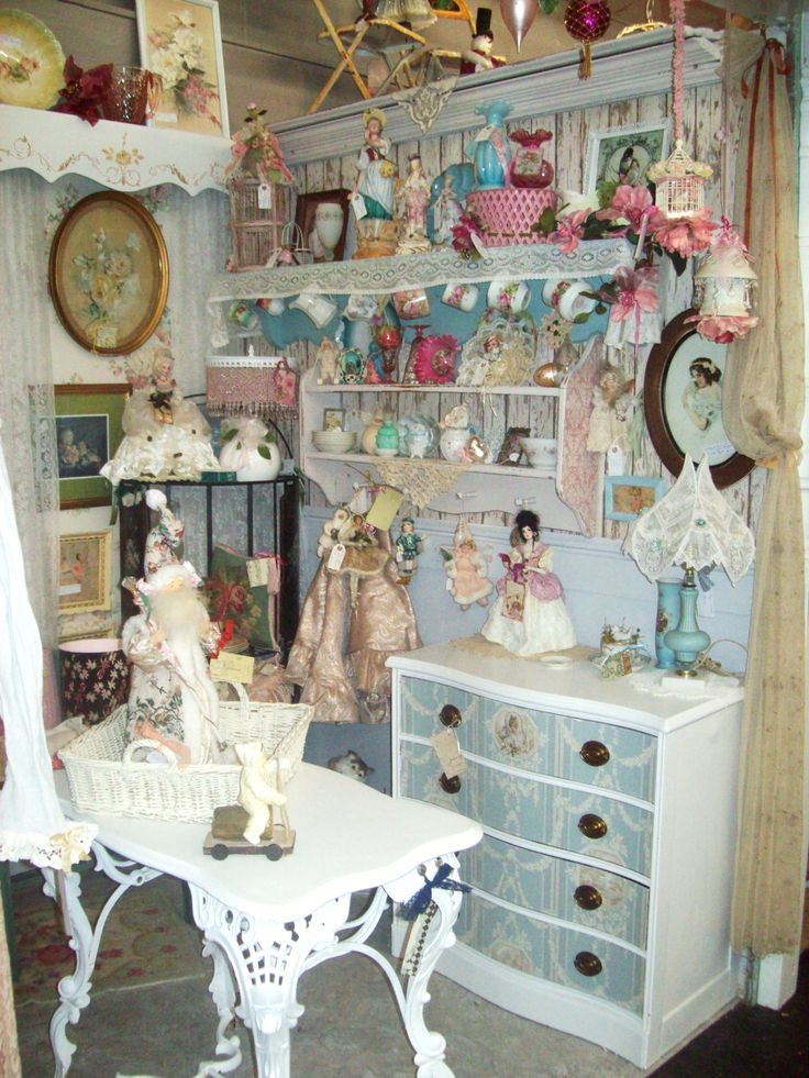 51 best images about vintage displays on pinterest quilt for Shabby chic cottage decor