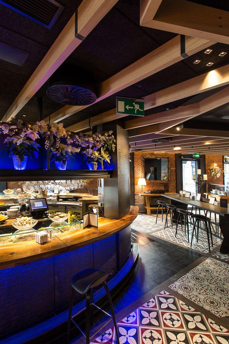 La Máquina Restaurant, Madrid, Spain - Architectural project: José María Aguirre - Aguirre y Asociados – Photo: Martinez Gala Luz y Architectura - Lighting products: iGuzzini Illuminazione #iGuzzini #Lighting #Light #Luce #Lumière #Licht #Restaurant #LaserBlade #Underscore