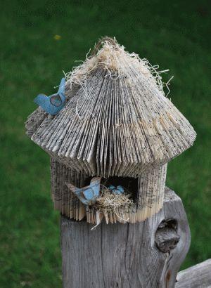 Vogelhuis gemaakt van een boek.