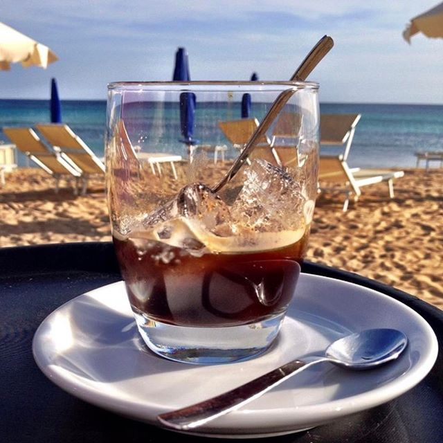 Caffè con ghiaccio in spiaggia.. Would't you want to share this life with me?