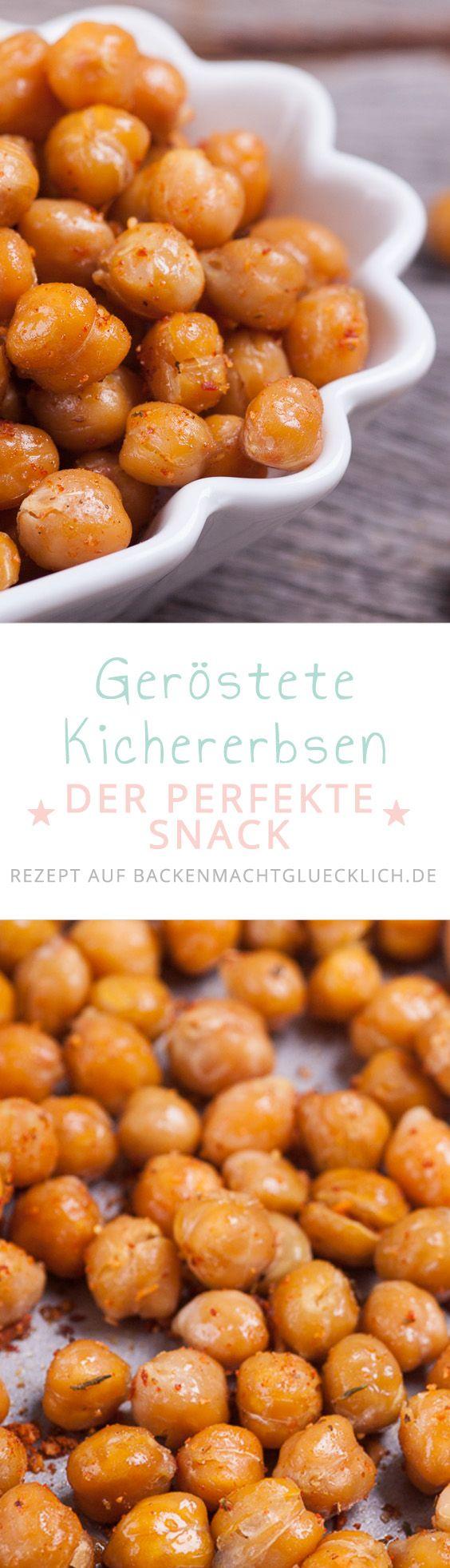 """Geröstete Kichererbsen sind nicht nur extrem lecker und noch dazu gesund – sie sind auch so leicht zu machen, dass man bei ihnen eigentlich gar nicht von einem """"Rezept"""" sprechen kann. Mit nur minimal Olivenöl und ein paar Gewürzen wird aus einfachen Kichererbsen ein perfekter Snack, der wirklich jedem gelingt."""