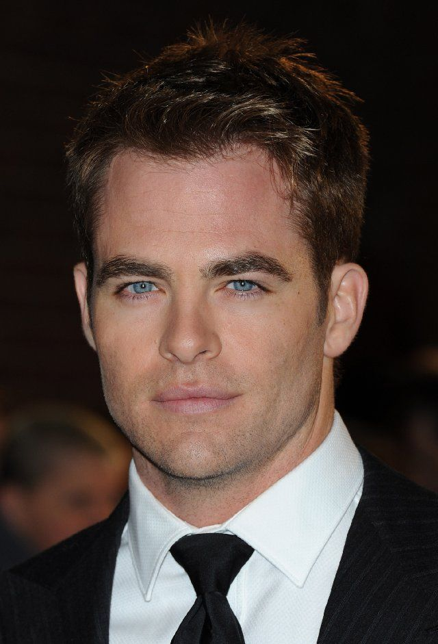Chris Pine... like the blue eyes