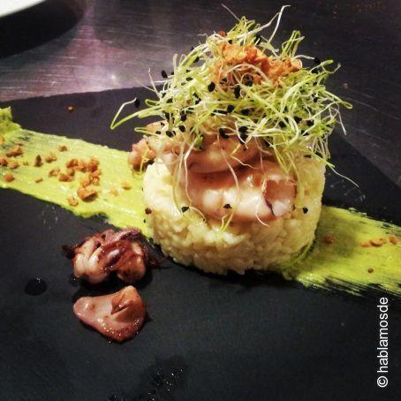Risotto al parmesano, espuma de aguacate al estragón y salteado de chipirones con germinados de cebolla: