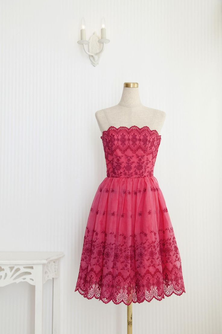 小花模様が可憐な親しみやすいドレスです♪丈が長めなので、比較的背の高い方におすすめです!