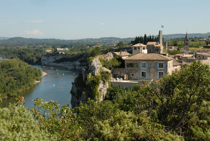 Aiguèze   Les plus beaux villages de France - Site officiel