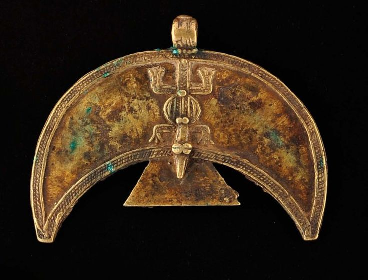 Gurunsi/Nuna Pendant |  Bronze bird shaped decorated with a lizard. | From the Ghysels Collection; see page 86 from the book, a World of Necklaces