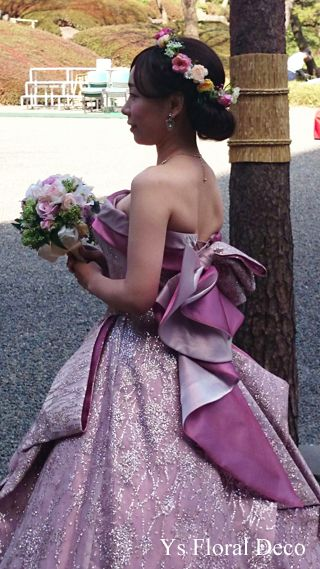 3月に八芳園さんで挙式ご披露宴の新婦さんより、当日のお写真をいただきましたので、ご紹介します。ピンク色のドレスにあわせる花冠をお作りさせていただきました。...