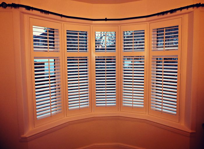 bay window shutter with bay curtain pole