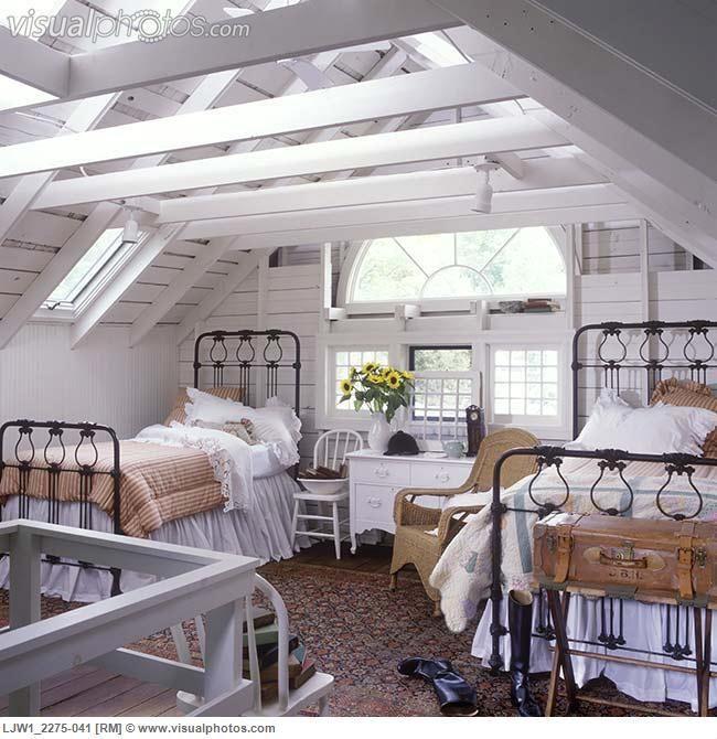 love this loft bedroom