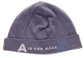 Baby mutsje van Ajax. Op het mutsje staat: A is for Ajax en natuurlijk het logo van de club uit Amsterdam. De muts is grijs van kleur en geschikt voor de allerkleinste mannelijke Ajax fans.   Afmeting: volgt later.. - Baby muts ajax blauw: A is for Ajax maat OSFA