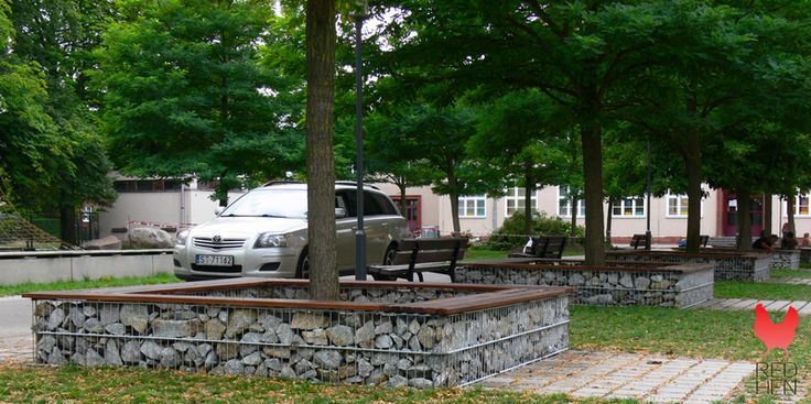 Inspirasjon | Veslemona - gabion benker med stein og treverk i parkområde