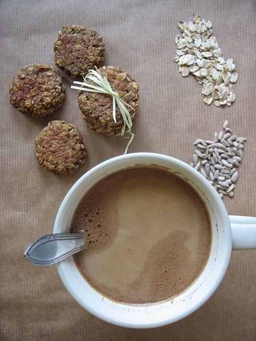 Oatmeal cookies http://zbieramliscie.blogspot.com/2013/10/dietetyczne-i-zdrowe-owsiane-ciasteczka.html