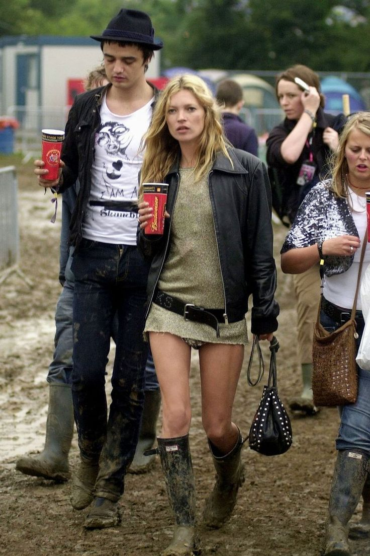 GLASTONBURY, ENGLAND - JUNE 25: Kate Moss and Pete Doherty walk backstage on the second day of the Glastonbury Music Festival 2005 at Worthy Farm, Pilton on June 25, 2005 in Somerset, England. Pete Doherty was at the festival to perform with his band Babyshambles. The festival runs until June 26. (Photo by Matt Cardy/Getty Images)