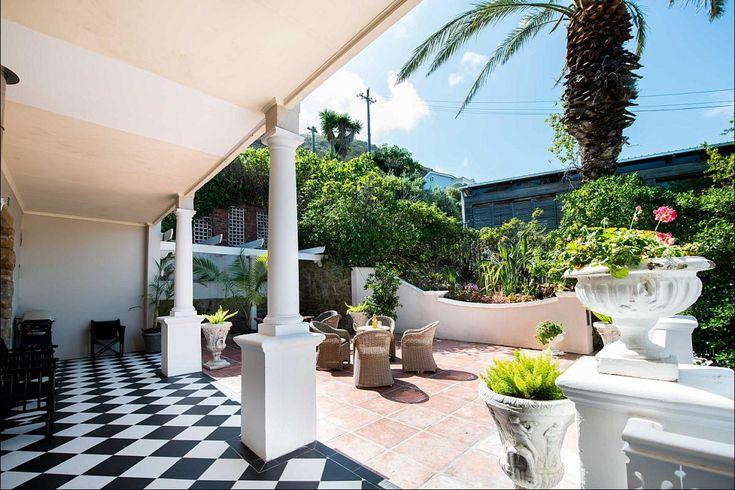 'n Heerlike agterplaas perfek vir luilekker Somersdae in Kaapstad  #tuin #relax #backyard