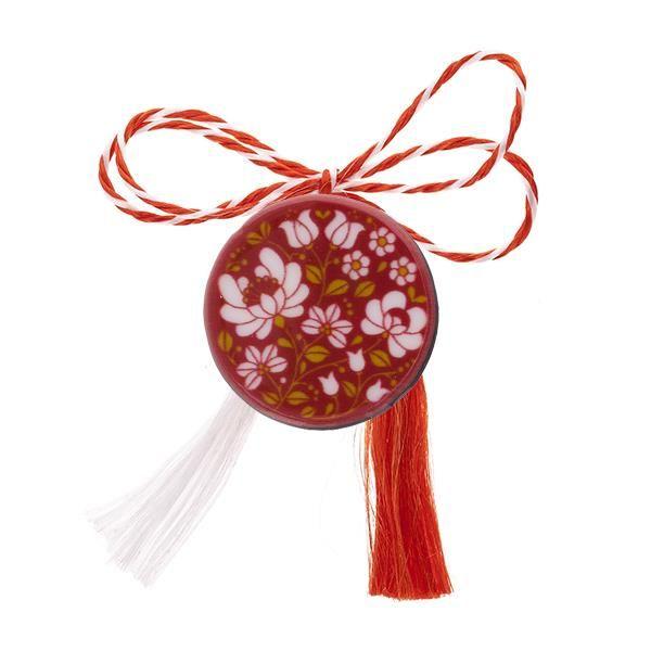 Broșă mărțișor tip pin roșie cu flori albe brodate