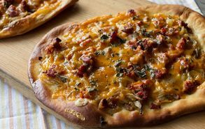 Recipe thumb akis petretzikis hot saugage pizza
