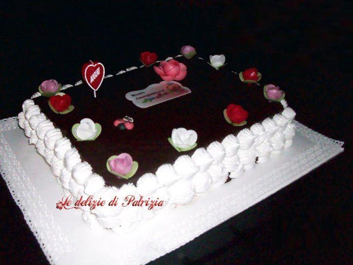 Torta di compleanno al cioccolato e alla meringa italiana ©Le delizie di Patrizia Gabriella Scioni Ricette su: Facebook: https://www.facebook.com/Le-delizie-di-Patrizia-194059630634358/ Sito Web: https://ledeliziedipatrizia.com
