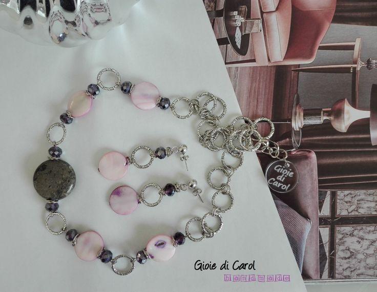 Parure collana e orecchini con perle mezzi cristalli e madreperla, viola, lilla, bronzo. Tecnica rosario, fatto a mano in Italia, Emmy di GioiediCarol su Etsy
