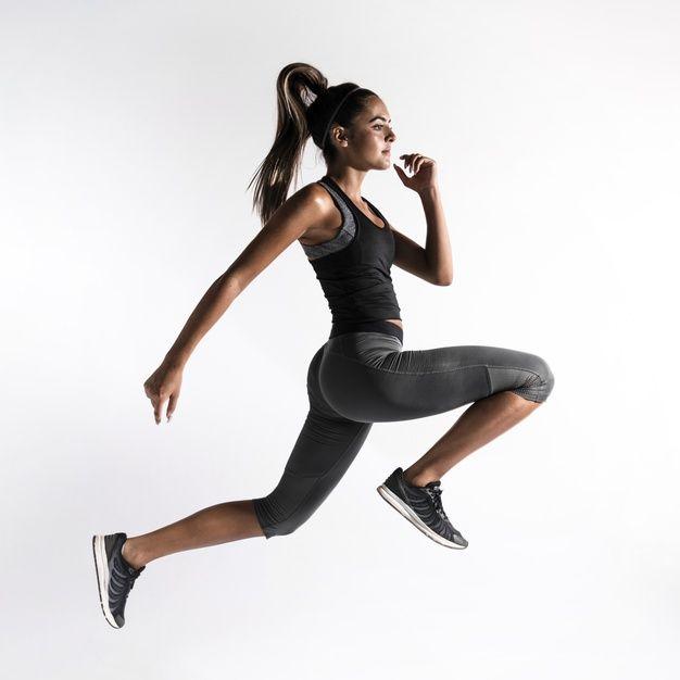 Tiro completo mujer haciendo ejercicio en interiores   Premium Photo #Freepik #photo…   Mujer haciendo ejercicio, Rutinas de ejercicio abdomen, Rutinas de ejercicio