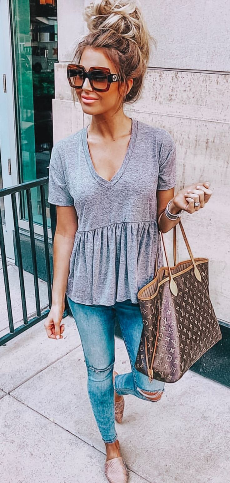 gray V-neck T-shirt #spring #outfits